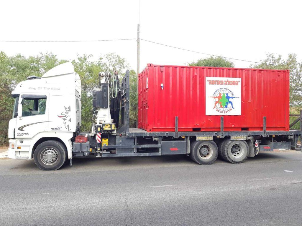 הובלת מכולות על ידי משאית